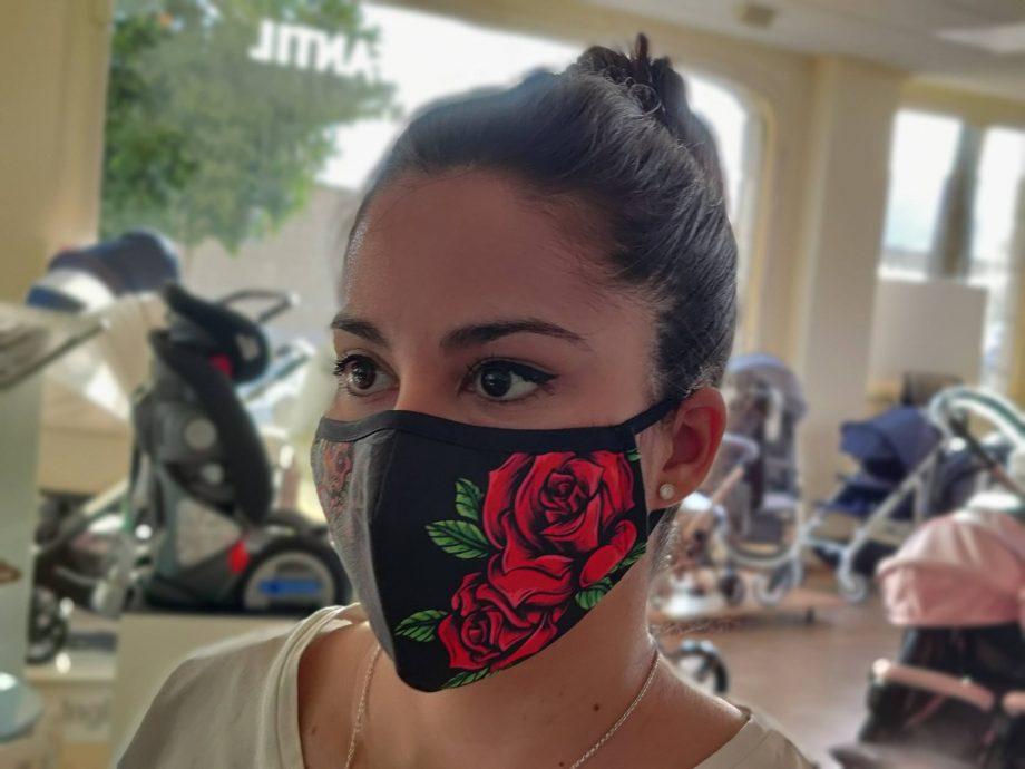Mascarilla con filtro para mujer modelo calaveras rosa roja 2